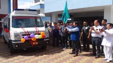 Photo of Taram flagged off ambulance for Chera Talo District Hospital at Koloriang