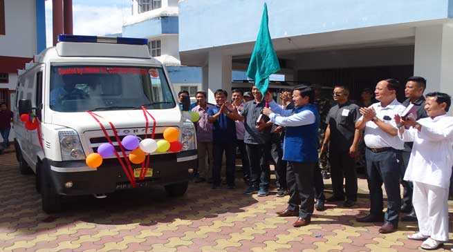 Taram flagged off ambulance for Chera Talo District Hospital at Koloriang