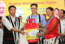 Photo of Khandu, Rijju jointly launches Pradhan Mantri Ujjwala Yojana for Arunachal