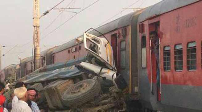 UP- Kaifiyat Express derails in Auraiya, 70 injured