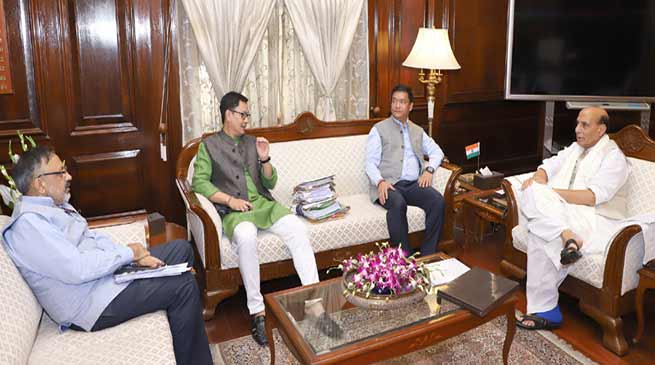 Khandu discusses Chakma Hajong issue with Rajnath