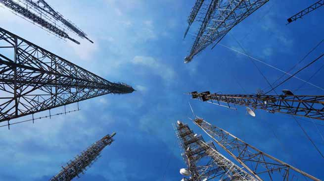 Khandu invite telecom players to upscale their presence in Arunachal
