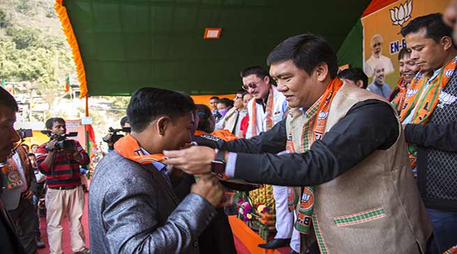 Arunachal: Khandu welcomes Congress workers from Yachuli joining BJP