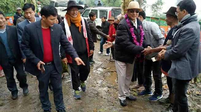 Arunachal: Tamiyo Taga lays foundation stone of Yogong to Rumgong road