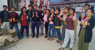 Arunachal : All Sagalee Student's Union distributes Candle to students suffering due to power cut
