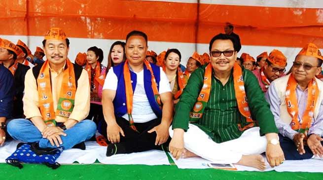 Arunachal: BJP leaders sit on Fast in IG Park