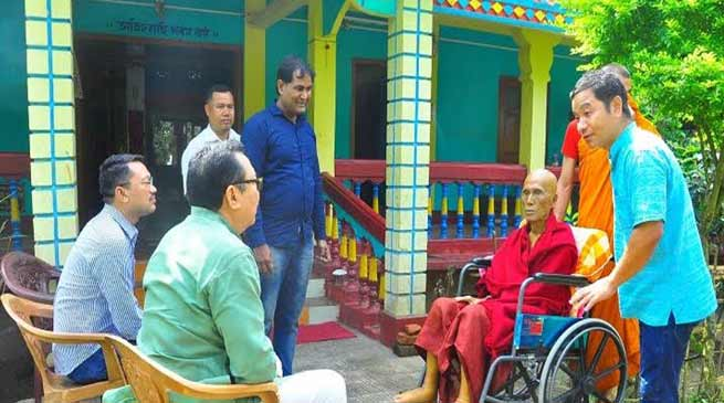 Assam: Chowna Mein visits ailing monks