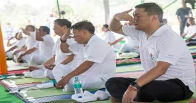Arunachal : Khandu participates in 4thInternational Day of Yoga