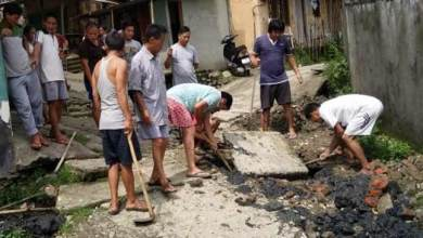 Photo of Arunachal: Locals converting Kachcha road into Concrete Pavement by contribution in Banderdewa
