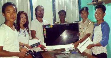 Arunachal:  Son of Popum Poma gifted an LCD TV set to Balijan PS