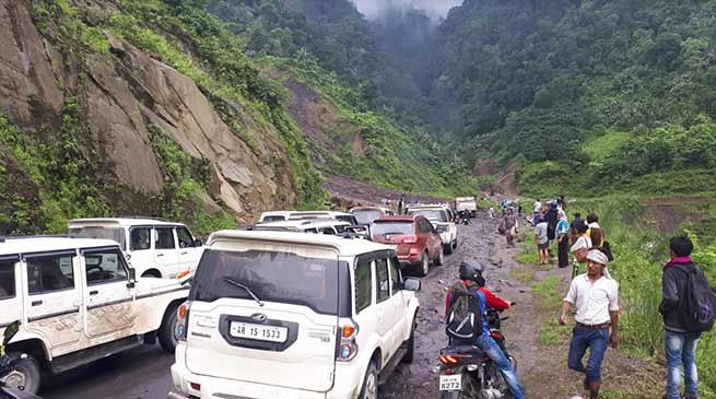 Arunachal: Hundreds of vehicle stranded on Papu-Yupia-Potin TAH