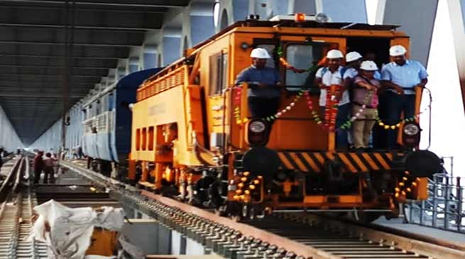 Arunachal: NF Railway run a trial engine on the Bogibeel bridge over the Brahmaputra