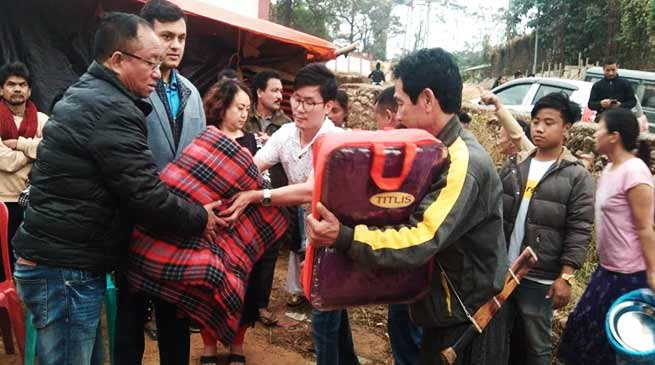 Itanagar:  MLA Techi Kaso extends aid to fire victims