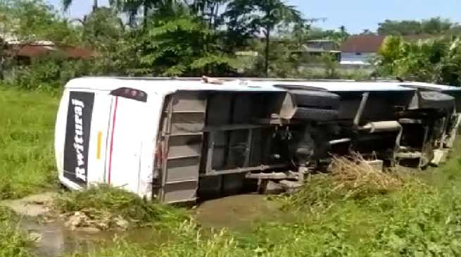 Arunachal: Bus carrying poll party, materials meet accident, 8 injured