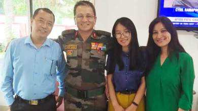 Photo of Arunachal: Dr. Anshu Jamsenpa calls on Maj Gen Jarken Gamlin