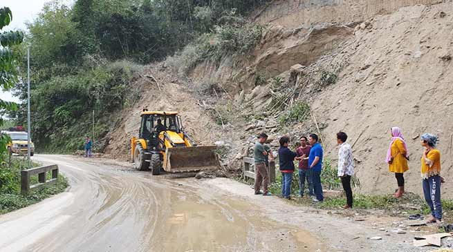 EAC Inspects Papu Nallah and Pagatara Roads, Stop illegal earth cutting
