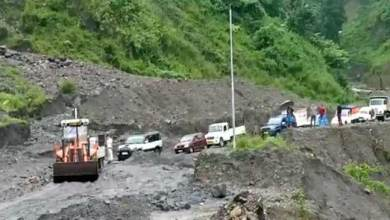 Arunachal: land slide on hoj-potin TAH road, hundreds vehicle stranded