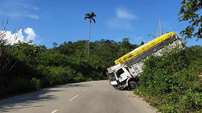 Arunachal: Pepsi loaded Truck meet accident, 2 injured