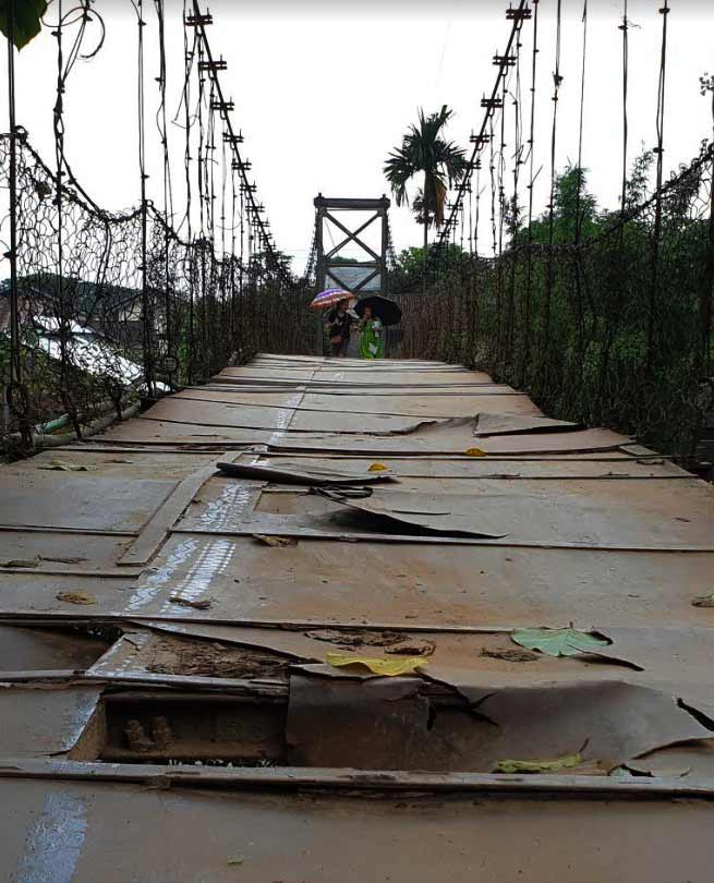 Itanagar: Hanging bridge over senki river is a disaster waiting to happen