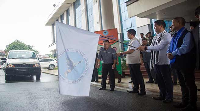 Arunachal: Khandu flagged off 30 Mahindra Xylo for APSTS