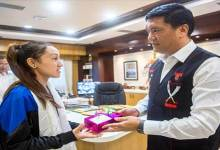 Photo of Arunachal: Pema Khandu felicitates young athlete Joti Mane