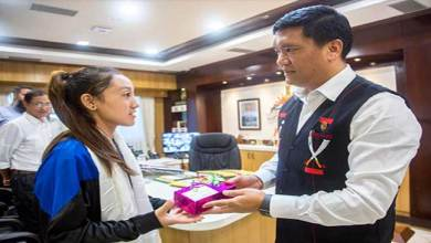 Photo of Arunachal: Pema Khandu felicitates young athlete Joti Mane