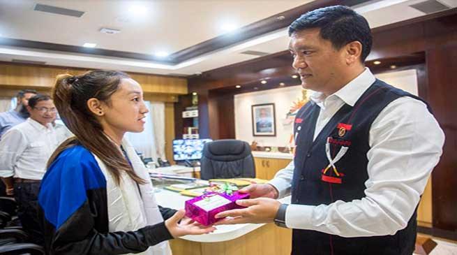 Arunachal: Pema Khandu felicitates young athlete Joti Mane