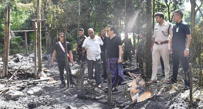 Arunachal: Chwona Mein visits fire-affected villages at Mabirah in Namsai