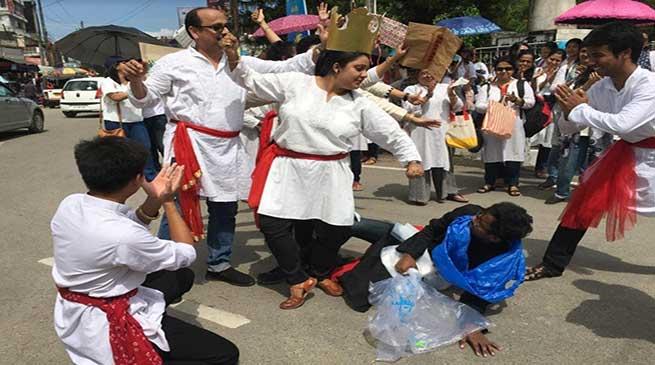 """Gandhi Jayanti: RGS Stages Nukkad Natak on """"Plastic Hatao"""""""