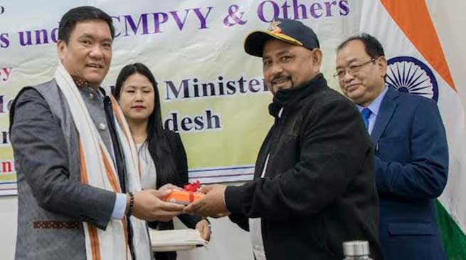 Arunachal: Khandu distributes POS machines to beneficiaries of CMPVY
