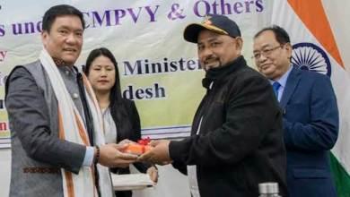 Photo of Arunachal: Khandu distributes POS machines to beneficiaries of CMPVY