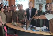 Photo of Novel initiative: ABK Secretary surrenders home decorative Sambar horn and Bear hook to the forest dept