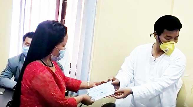 Itanagar: APB&OCWWB distributes cheques to beneficiaries