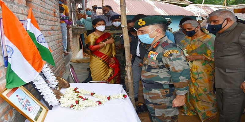 Governor of West Bengal and Eastern Army Commander meet the family of Rajesh Orang at Belgoria