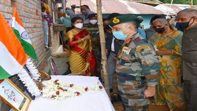 Photo of Governor of West Bengal and Eastern Army Commander meet the family of Rajesh Orang at Belgoria