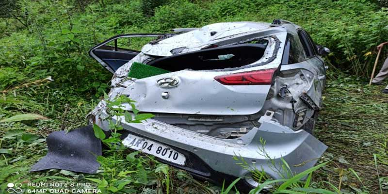 Arunachal: Bomdila Police saved the lives of 5 people injured as car falls into deep gorge