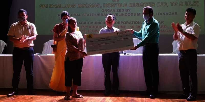 Arunachal: loan under PMSVAN scheme distributed to street vendors affected by lockdown