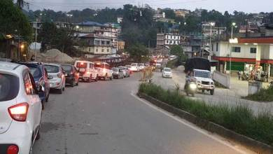 Itanagar: long queue before the bridge on river Sinkey at chandanager
