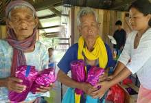 Photo of Arunachal: Donyi Yaro SHG distributes necessary assistance to Sigar and Raling village under NRLM