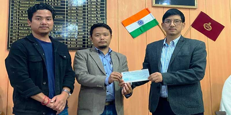 Arunachal: APCS officers of 2016 batch contribut Rs 1.60 lakhs to Longliang village fire vicitms