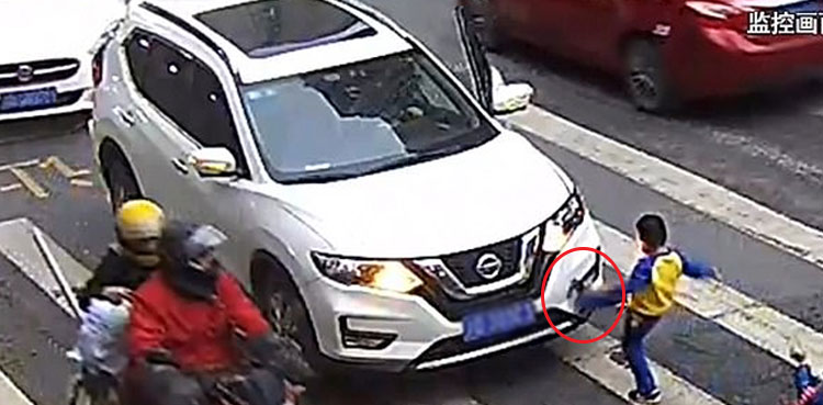 Photo of Child avenges mother after she is hit by a automotive