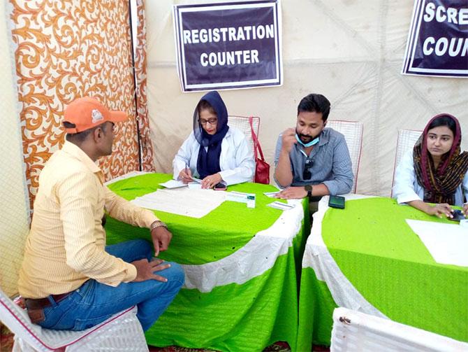 covid-19 vaccination sacrificial animal market karachi