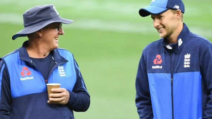 Bayliss admits 'stern' chat with England Test players