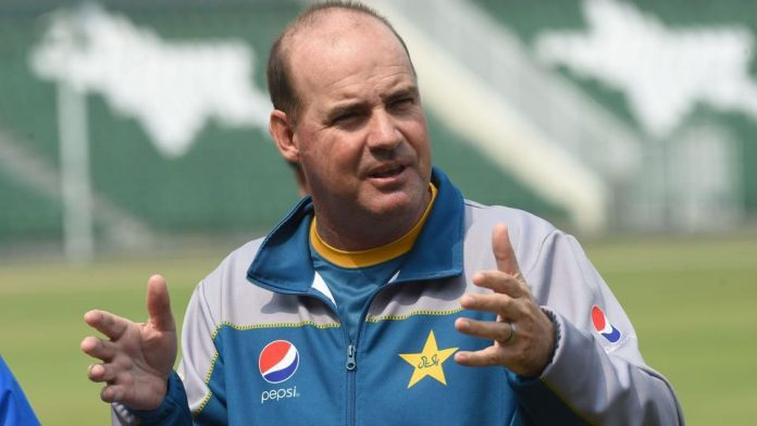 Mickey Arthur, Grant Flower reach Pakistan