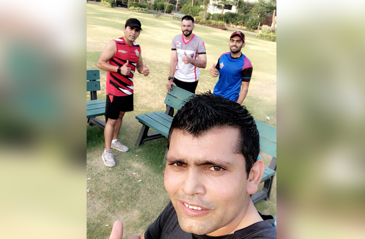 Photo of Watch: Kamran Akmal stays in contact with the stick