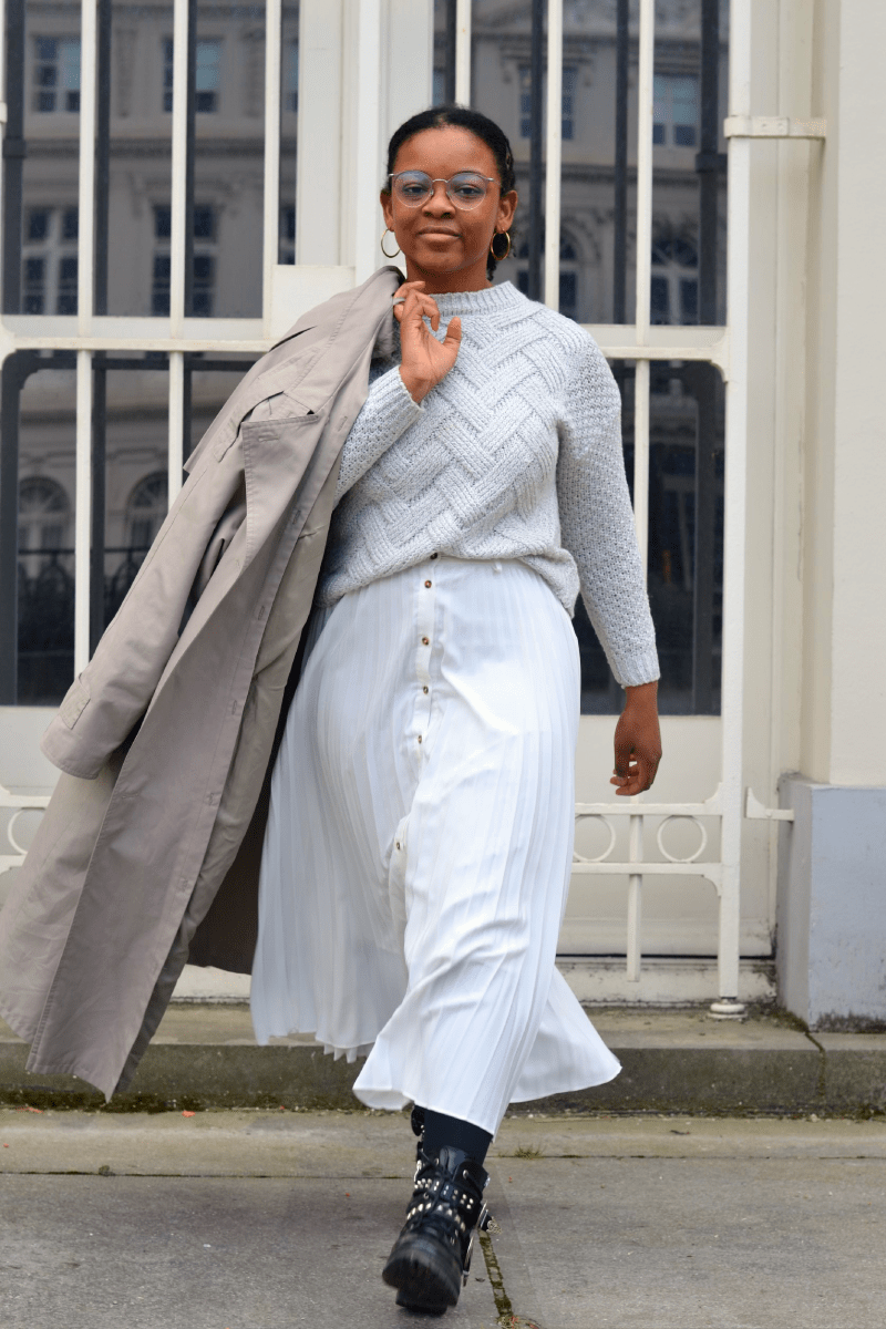 Trench et jupe blanche