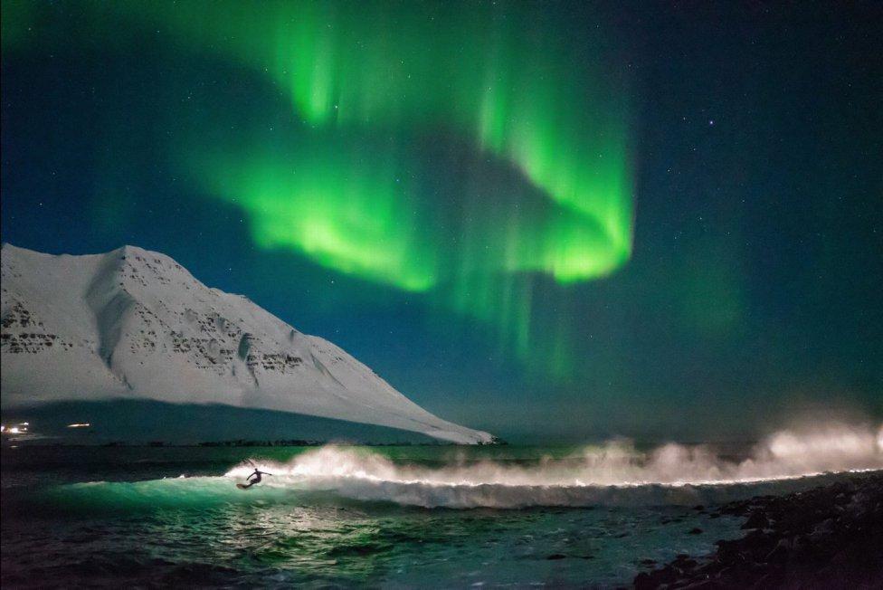 Fotografía de Chris Burkard de una aurora boreal.