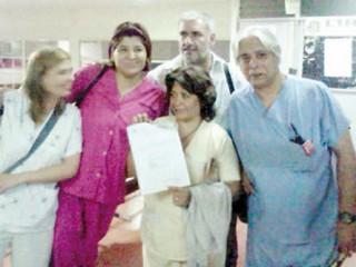 Norma Jaime (con el acta), junto a Paola Trejo (secr.<br /> adj.), Silvia, Walter y Carlos, de la nueva Junta Interna.