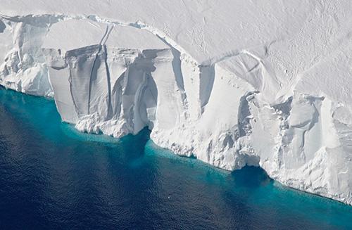 an ice shelf on Antarctica's Amundsen Sea