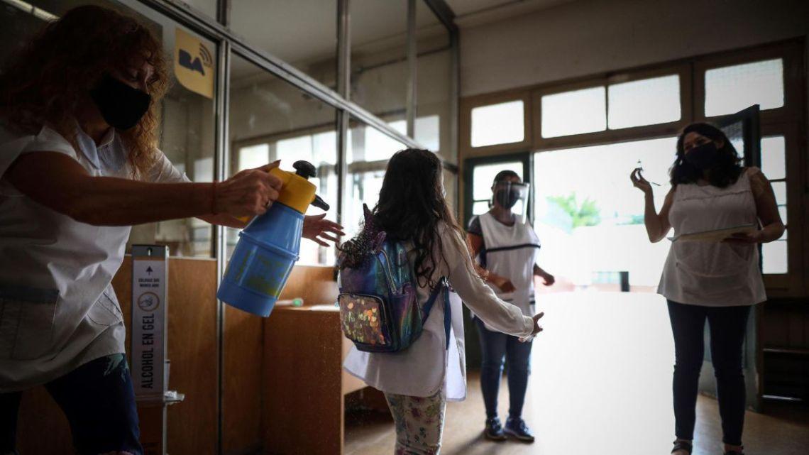 Así ha sido la vuelta a las clases en Buenos Aires: Irregularidades, falta de distanciamiento social... - AS Argentina